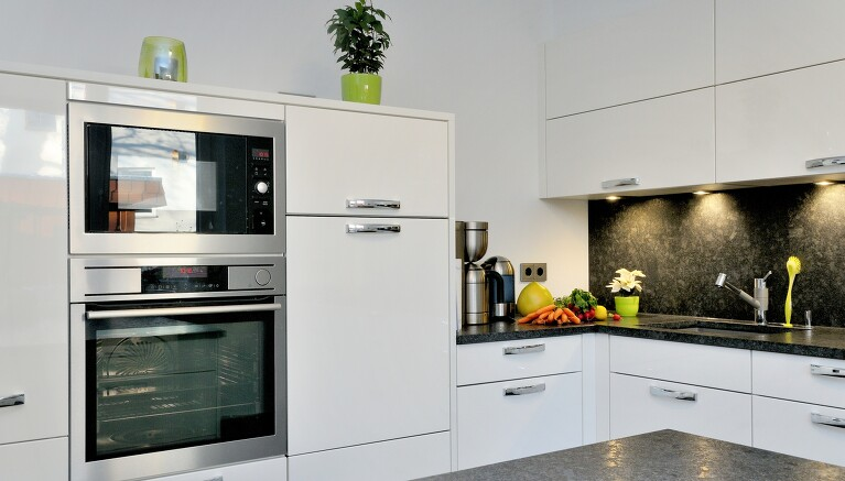 Küchenrenovierung – die Küchenschränke neu streichen ...
